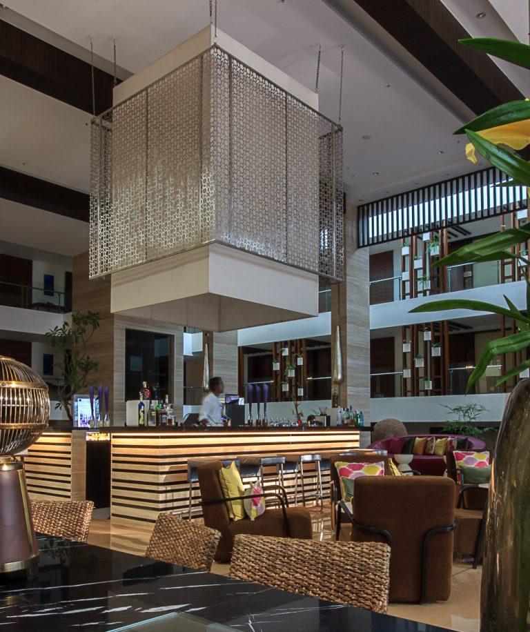Novotel, Goa Bar and dining area